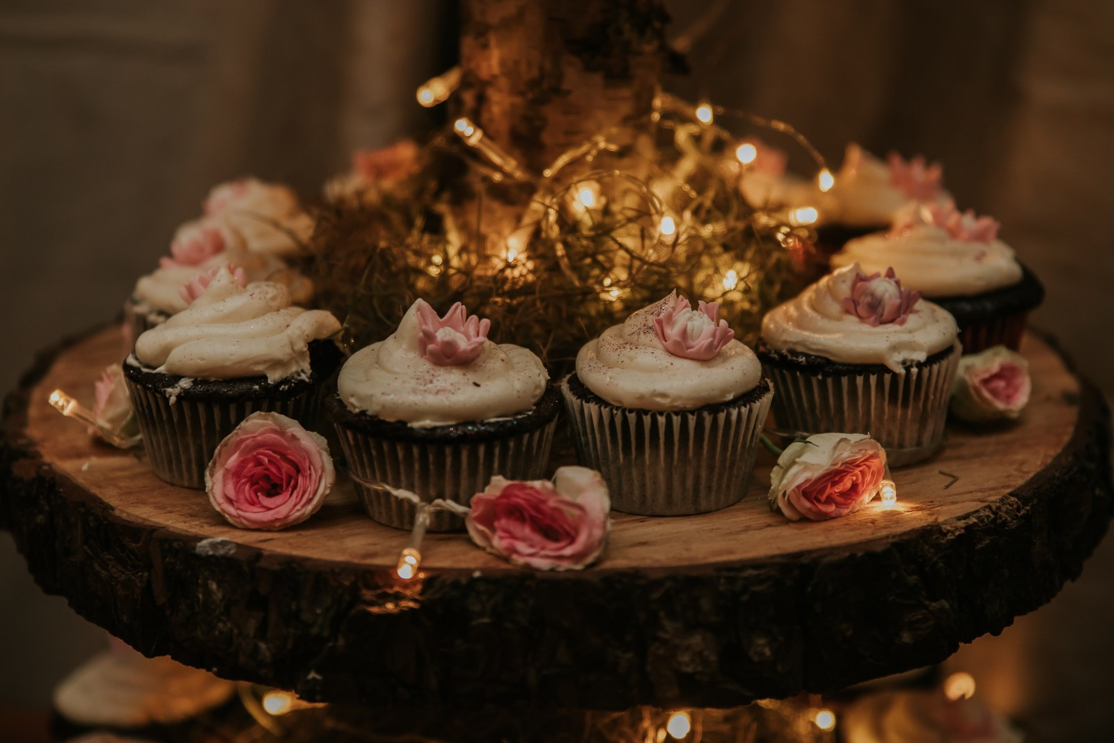 Cupcakes with hand-made edible proteas
